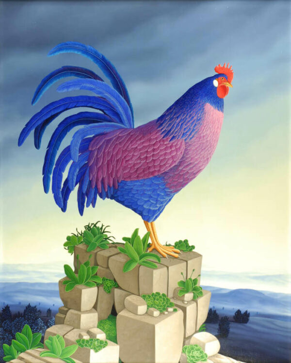 In the center of the oil painting is a proud blue-feathered rooster standing on a pile of rocks above the vast landscape. Its blue and purple feathers adorn the rooster and dress it up splendidly. The white-blue sky and the division of the picture emphasize the mightiness of the blue rooster. Small green-leaved plants grow on the stones that make up the rock pile. The painting has a custom-made model frame and is dated and signed on the front and back.